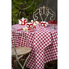 A colorful GHISALLO #tablecloth will brighten any #deck or #patio during your #Summer get-together