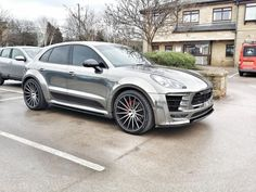 Wrapped Porsche Macan Turbo Porsche Macan Turbo, Porsche Suv, Luxury Suv, Shabby Chic Bedrooms, Kit Cars, Car Parts, Cars And Motorcycles, Hot Wheels, Super Cars