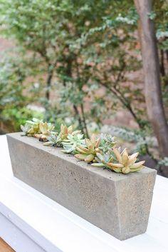 Diy Concrete Planters, Concrete Molds, Diy Planters, Concrete Garden, Planter Ideas, Concrete Crafts, Concrete Projects, Concrete Art, Outdoor Farmhouse Table
