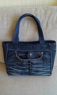 Pircsi táskái 2019 Pircsi táskái The post Pircsi táskái 2019 appeared first on Denim Diy. Sacs Tote Bags, Denim Tote Bags, Denim Purse, Diy Tote Bag, Denim Bags From Jeans, Old Jeans Recycle, Blue Jean Purses, Diy Sac, Patchwork Bags
