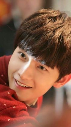 yang yang.....he is too cute..and look at his smile!!!