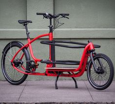 Douze Messenger V2 Standard cargo bike. Douze makes a cargo bike that can be separated into two more easily handled and stored parts.
