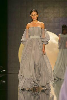 Özgür Masur 2017 İlkbahar/Yaz Özgür Masur İlkbahar/Yaz 2017 defilesi Mercedes-Benz Fashion Week Istanbul kapsamında gerçekleşti. Gelecek sezona yön verecek tasarımcılar, koleksiyonlar, podyum arkası detayları ve daha fazlası için takipte kalın.  13 Ekim 2016 ETİKETLER: ÖZGÜR MASUR