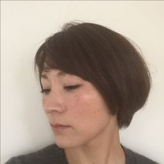 新しいヘアスタイル。 前下がりボブから、 前髪のあるマッシュに。 イメージ変わると、メイク合わせるまで時間がかかります^_^;