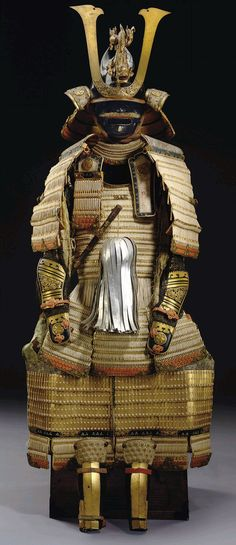 Armor for a Daimyo of the Tokugawa Shogun family. White-laced gold-lacquered nimai-do gusoku. Edo period century) This fine quality armor is in the restoration style initiated by the eighth shogun, Tokugawa Yoshimune who advocated. Samurai Weapons, Samurai Armor, Arm Armor, Japanese Warrior, Japanese Sword, Japanese History, Japanese Culture, Kamakura Period, Art Japonais