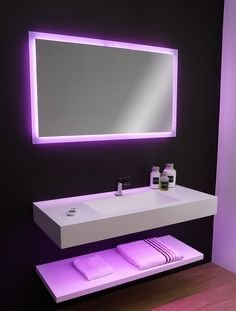 Stunning application of Corian® and LED lighting in this completely bespoke bathroom. Via Carmenta Wellness