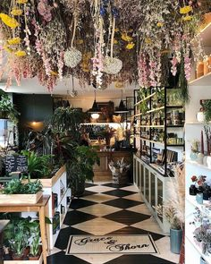 Loving the abundance of dried flowers around at the moment, look at this gorgeousness for inspiration! Flower Shop Interiors, Apothecary Decor, Flower Shop Design, Flower Bar, Garden Shop, Christmas Aesthetic, Flower Market, Garden Styles, Daffodils