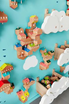 As part of an interactive installation at the SPARK Brooklyn Childrens Museum J.Paulius proposes a new project on the idea of allowing kids to build architectural structures from blocks. Village Kids, Deco Kids, Interactive Installation, Interactive Museum, Interactive Walls, Installation Art, Boys Playing, Wood Toys, Kid Spaces