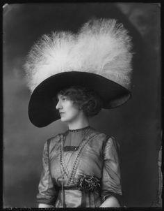 an echo, a stain — Hats from Edwardian era; all photographs dated. Victorian Hats, Edwardian Era, Edwardian Fashion, Vintage Fashion, Victorian Life, Victorian Women, Historical Costume, Historical Clothing, Belle Epoque