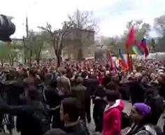 Луганск митингующие у СБУ 21,04,2014