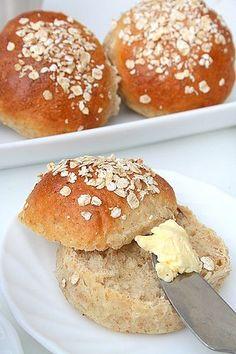En règle générale, les pains à base de farine complète - plus riches en vitamines, minéraux et fibres que ceux à base de farine blanche - o...