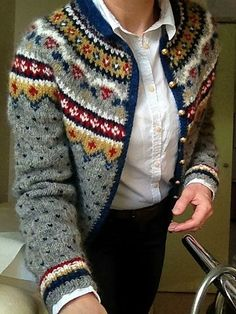 Ravelry: Project Gallery for Design 11 pattern by Margrét Valdemarsdóttir ~ FREE… Fair Isle Knitting Patterns, Fair Isle Pattern, Sweater Knitting Patterns, Knit Patterns, Knitting Ideas, Knitting Projects, Tejido Fair Isle, Icelandic Sweaters, Fair Isles