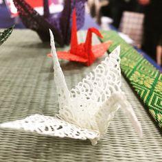 Japanese pattern thousand cut paper....千代切紙 Chiyokiri(ちよきりがみ) 3枚入り繊細な和柄文様をレーザー加工により透し彫りを施した新しい千代紙大切なお客さまのおもてなしに、玄関、受付、ロビーなどにこちらを使って折り紙を・・・また、お箸袋、ビンのフタを紐で上から縛ったり、いろいろな使い方ができます。