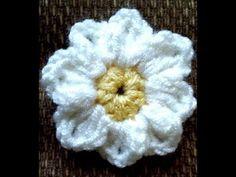 Applique Crochet - YouTube Couture, Beanie, Appliques, Amigurumi, Flower Crochet, Tricot, Flowers, Weaving, Objects