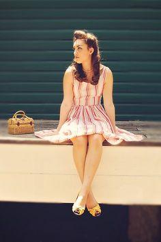senior girl: vintage, pose, accessories