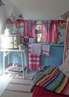 """Happy Loves Rosie"" vintage caravan / travel trailer in pink & blue & red Retro Caravan, Retro Campers, Vintage Campers, Happy Campers, Diy Camper, Truck Camper, Camper Van, Camper Ideas, Caravan Ideas"