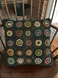 Primitive Folk Art, Wool Hooked PILLOW, Penny Circle Pillow, Sampler Pillow, Early Style Hooked Rugs, Rug Hooking Pillow Ideas,