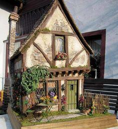 Dollhouse Miniature dollhouse by CDHM Artisan Karin Caspar of KC-Design, Village Houses, Play Houses, Doll Houses, Mini Houses, Mini Doll House, Fairy Garden Houses, House Gardens, Storybook Cottage, Miniature Houses
