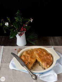 Prepara esta delicioso pastel hecho con masa brick y relleno de pollo y alcachofas. ¡Te encantará!