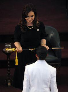 Cristina Fernandez de Kirchner presidió el acto de egreso conjunto de oficiales del Ejército, la Armada y la Fuerza Aérea, en el Colegio Militar de la Nación.