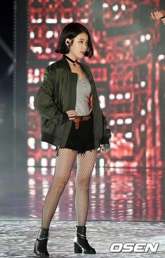 There are several women who struggle hard to look fashionable and stylish throughout the year. Keeping pace with the changing … Kpop Fashion, Korean Fashion, Fashion Outfits, Korean Girl, Asian Girl, Moda Kpop, Kpop Mode, Female Poses, Stage Outfits