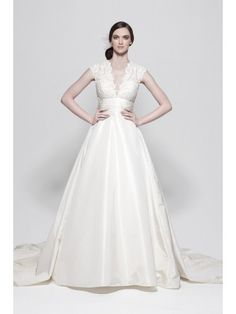 FOCUS VOGUE R5000 A-line V-neck Chapel Train Silk and Taffeta Bridal Gown