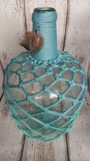 Beautiful big winebottle with a aqua-Blue macrame, finished with feathers and a metal label. The macrame fabric is zpagetti. Wine Bottle Art, Diy Bottle, Wine Bottle Crafts, Mason Jar Crafts, Vinyl On Glass, Vintage Jars, Rope Crafts, Crochet Decoration, Macrame Projects
