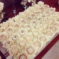 Louzieh Doces finos - brancos Wedding Cake Balls, Wedding Cakes, Mini Desserts, Sweet Desserts, Cupcakes, Cake Cookies, Pistachio Dessert, Wedding Day Gifts, Party Sweets