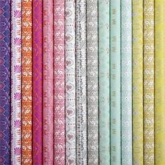 €3.50 Käärepaperi Erilaisia Bungalow (sini-lila tai vihreä-kulta) Bungalow, Wraps, Gift Wrapping, Interior, Gifts, Inspiration, Events, Colorful, Gift Wrapping Paper