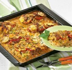 Saftige Schnitzelpizza The recipe for juicy schnitzel pizza and more free recipes on LECKER. Schnitzel Pizza, Easy Healthy Recipes, Easy Meals, Vegan Recipes, Good Food, Yummy Food, Paleo Food, Delicious Desserts, Other Recipes