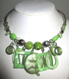 VINTAGE ESTATE SILVERTONE/SHADES OF GREEN LUCITE BEADED WRAP AROUND NECKLACE
