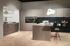 next125 NX 902 keuken met glazen mat platina metallic fronten
