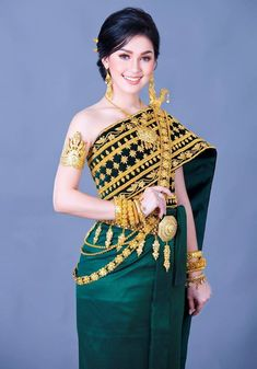 Cambodian Wedding Dress, Thai Wedding Dress, Khmer Wedding, Traditional Thai Clothing, Traditional Dresses, Middle Eastern Clothing, Thai Dress, Wedding Costumes, Beautiful Girl Image