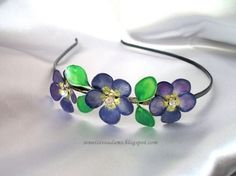 How to make wire flowers and bracelet with nail polish-step Nail Polish Flowers, Nail Polish Jewelry, Nail Polish Crafts, Nail Polish Art, Resin Jewelry, Wire Wrapped Jewelry, Jewelry Crafts, Wire Flowers, Wire Crafts