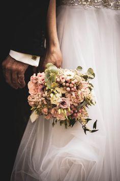 A jednak wyszliśmy z domów, bierzemy śluby, organizujemy wesela. Wszystkim Parom Młodym życzymy wszystkiego co najlepsze!!! Crown, Fashion, Moda, Corona, Fashion Styles, Fashion Illustrations, Fashion Models, Crowns