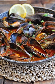 Spanish Mussels Recipe with Paprika & Tomatoes – Spain on a Fork Best Picture For World Cuisine For Your Taste Spanish Mussels Recipe, Mussels Recipe Tomato, Mussels Marinara, Best Mussels Recipe, Baked Mussels, Steamed Mussels, Shellfish Recipes, Gastronomia, Recipes