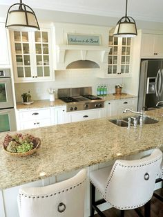 New kitchen paint colors with maple wood ideas Off White Kitchen Cabinets, Off White Kitchens, Granite Kitchen, Kitchen Paint, Kitchen Redo, Home Decor Kitchen, Kitchen Countertops, New Kitchen, Home Kitchens