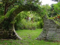 I LOVE this. Our rock wall will definitely have this feature. -from La Maison Boheme: Circular Passageways