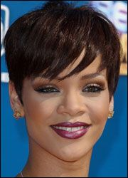 Rhianna @Lizzy Soto you should do your hair like this!!!