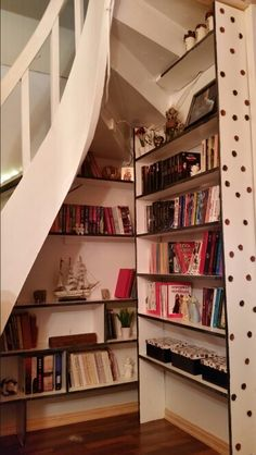 Free place under stairs