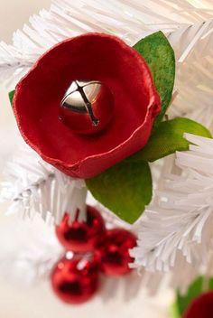 Christmas ● DIY ● Jingle Bell Flower Ornament (make them in white for our green tree)