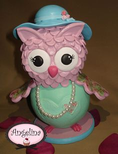Lechuza o Buho Shabby Chic en Porcelana Fría!! Ideal para adorno de torta o centro de mesa!! Rositas, perlas y apliques al estilo!!