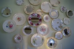 Plates and mirrors for a super dinning room wall decoration. Love it!