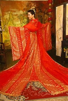 Hanfu is a traditional wedding costume worn by Chinese bride on her wedding. Hanfu also known as Hanzhuang or Guzhuang and sometimes ex. Chinese Wedding Dress Traditional, Chinese Bride, Japanese Wedding, Traditional Fashion, Traditional Dresses, Asian Wedding Dress, Gorgeous Wedding Dress, Wedding Party Dresses, Wedding Attire