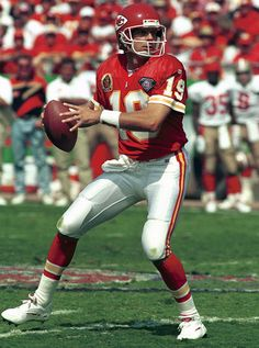 Favorite Chiefs QB...Montana just did not play with us long enough!