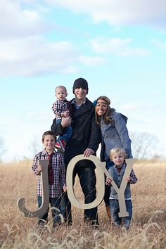 family pictures- idea for holiday pictures