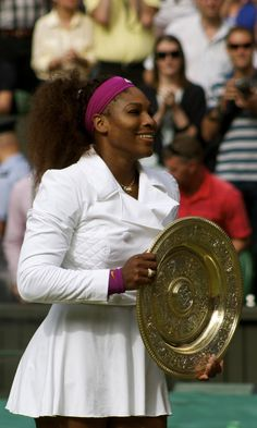 According to Serena Williams, some of her Grand Slam trophies have gone missing. Surprisingly enough, the legendary tennis star doesn't seem all that bothered either! Going Bald, Sports Celebrities, Bald Heads, African American Hairstyles, Relaxed Hair, Serena Williams, Stories For Kids, Wimbledon, Body Image