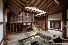 The kitchen of Hyangdan was used as a backdrop for the steamy Korean film Bangja Chronicles (방자전).