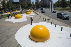 Put Giant Fried Egg Sculptures on Your Global Art Bucket List — MyRecipes Graffiti, Instalation Art, Urban Intervention, Interactive Installation, Street Installation, Sidewalk Art, Wow Art, Dutch Artists, Global Art