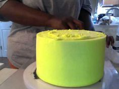 how to get sharp edges on a buttercream cake *not my video*